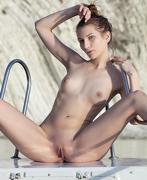 Tight cutie just wants to show a bit of her burning lust in one of her incredible solo shows she made just for you.