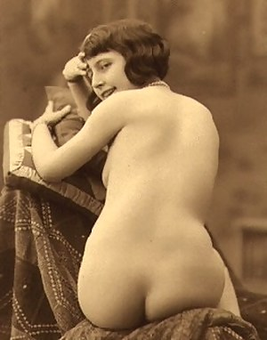 Real ladies from the twenties showing their natural body