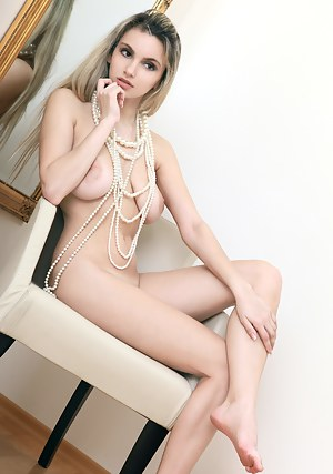 When you see this amazing beauty start to think about the wonders that nature can give. Extraordinary busty blonde nude model.