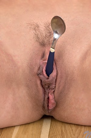 Beth Chance stuffs her needy pussy with spoons